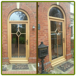 Arched frame and front door in Oak